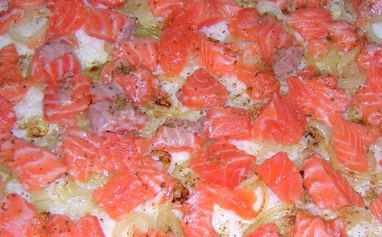 Начинка из семги с луком для рыбного пирога
