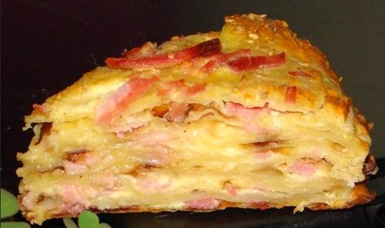 заливной пирог на кефире с сыром и колбасой
