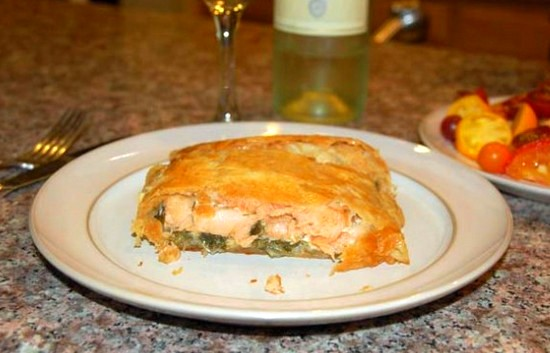 Слоеный рыбный пирог с красной рыбой