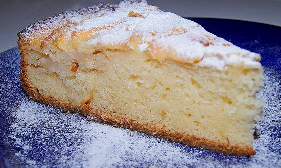 Домашний манно-яблочный пирог
