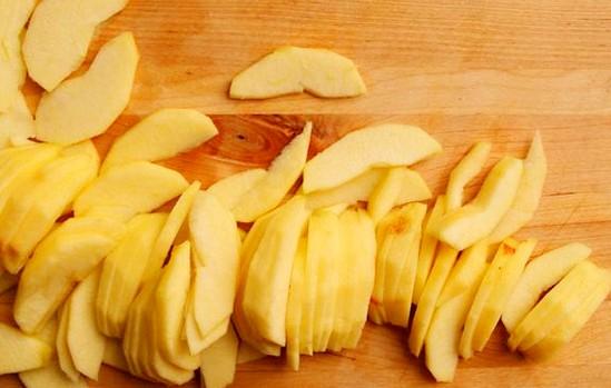 Яблоки для манного пирога